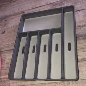 Cutlery organizer drawer